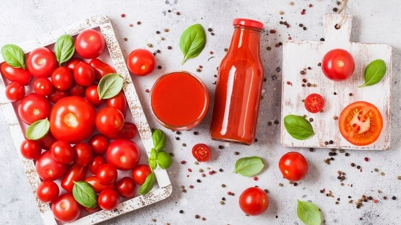 Đắp mặt nạ cà chua để giảm mụn cám