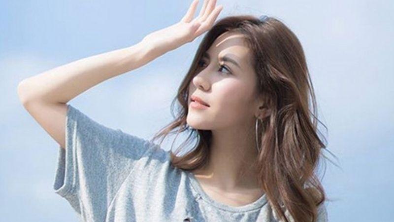 Tiếp xúc quá lâu với ánh nắng mặt trời cũng là nguyên nhân nám da