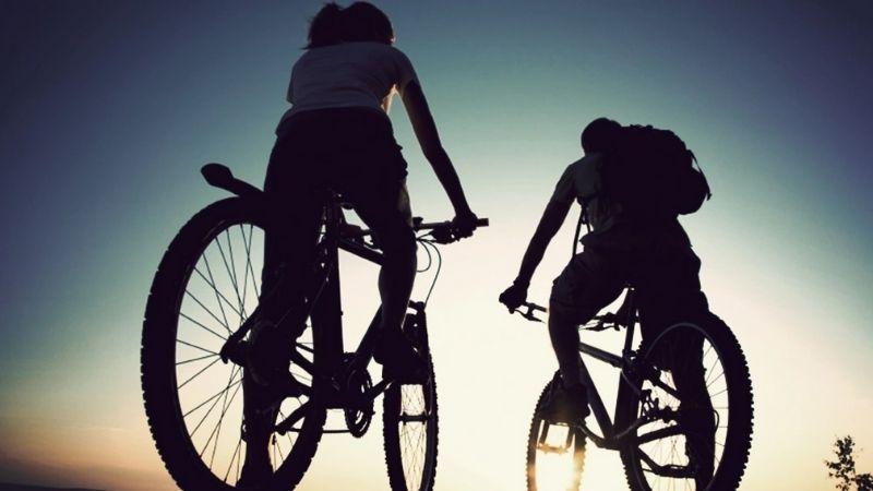 Đạp xe giúp duỗi căng chân rất hiệu quả