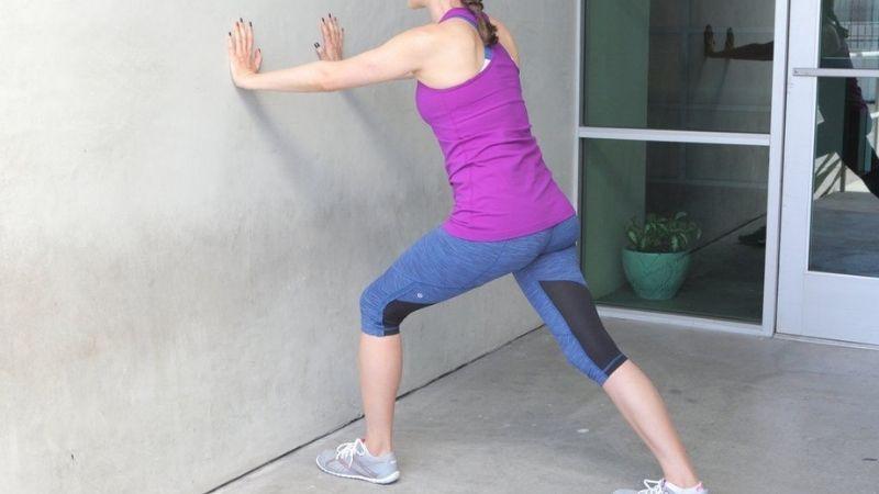 Bạn nên tập Wall Stretch để cải thiện chiều cao
