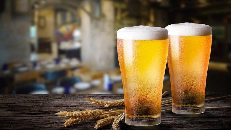 Các nàng cũng có thể dùng bia để làm sáng màu da tay