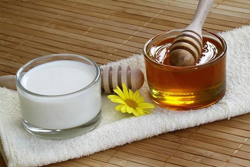 Cách trị mụn đầu đen ở mũi bằng mật ong và sữa chua