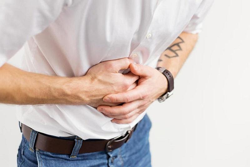 Đau quặn thắt bụng dưới là triệu chứng điển hình của bệnh viêm đại tràng