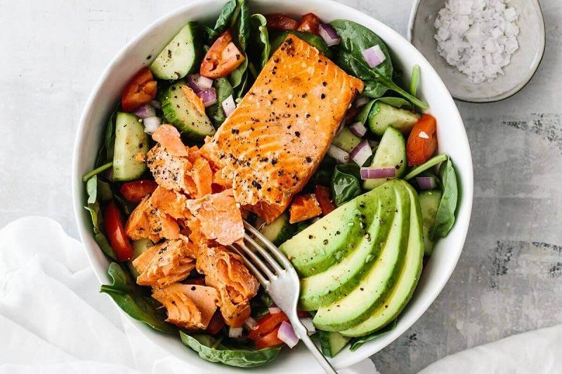 Ăn bơ giảm cân hiệu quả với món salad