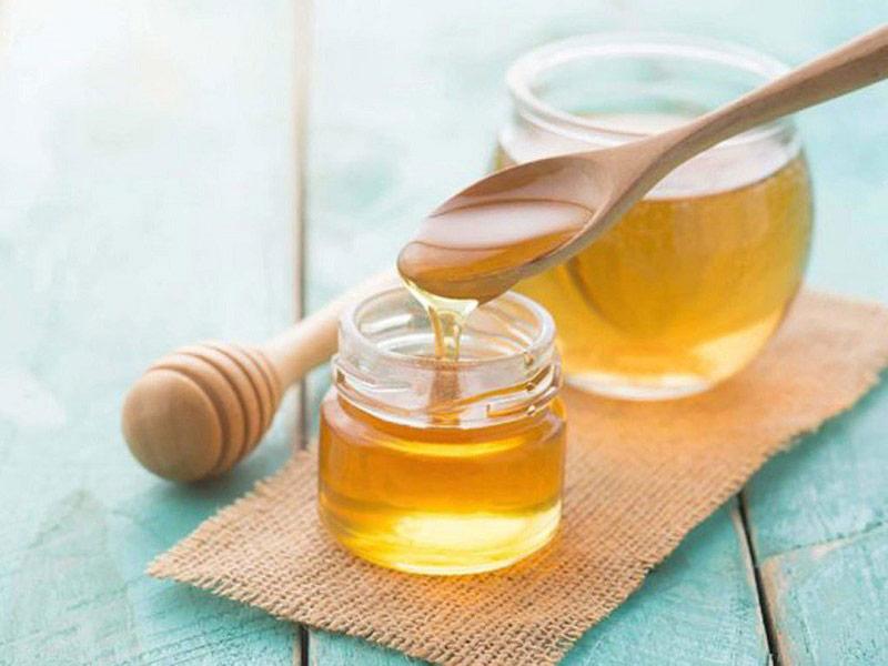 Mật ong nguyên chất có tác dụng muôi dưỡng da từ sâu bên trong