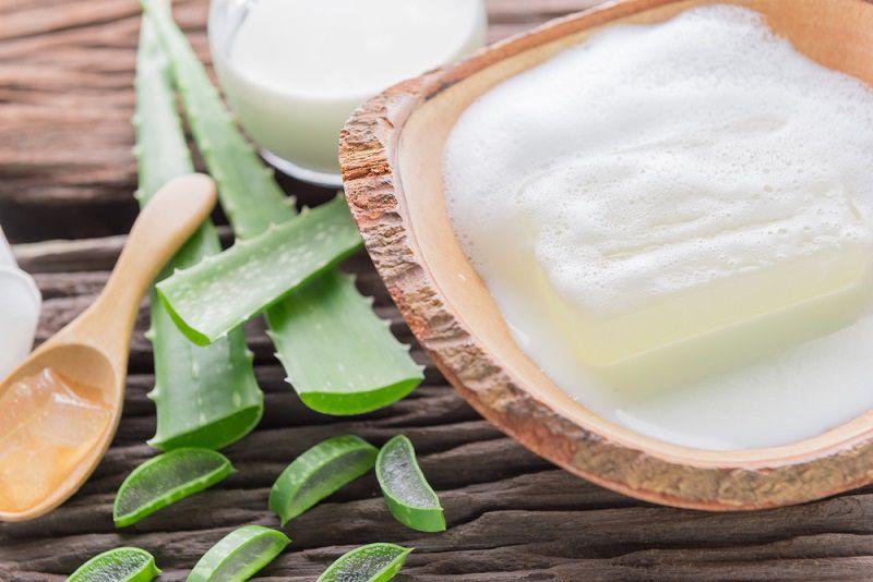 Cách làm trắng da bằng nha đam với nước vo gạo