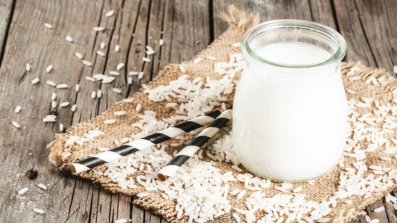Nước vo gạo chứa nhiều vitamin và khoáng chất làm trắng da