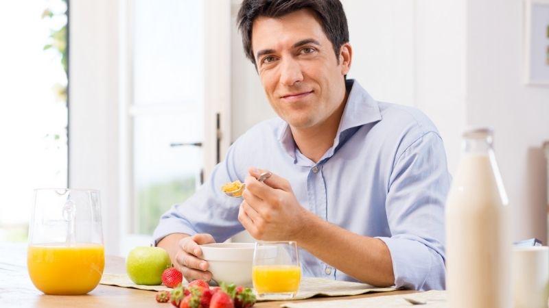 Cách tăng cân cho nam giới đó là ăn nhiều hơn 3 bữa mỗi ngày