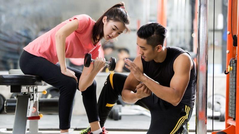 Tạp gym thường xuyên để cải thiện cân nặng