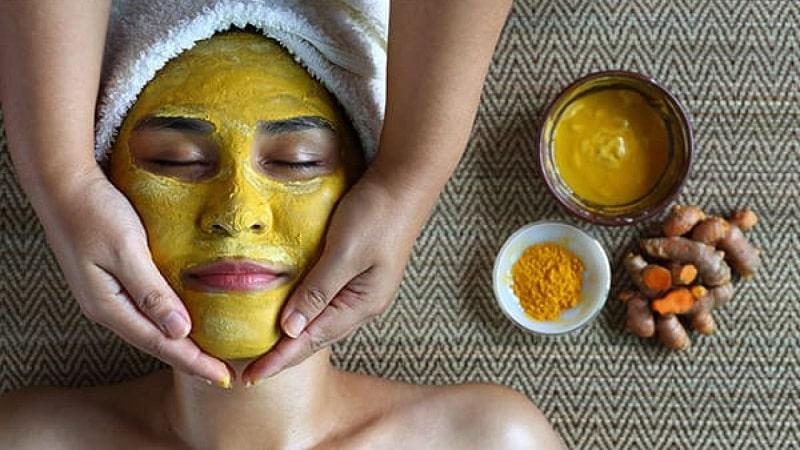 Các chị em có thể kết hợp trứng gà và nghệ để cải thiện làn da