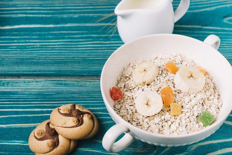 Chuối và bột yến mạch là một món ăn nhẹ thơm ngon bổ dưỡng