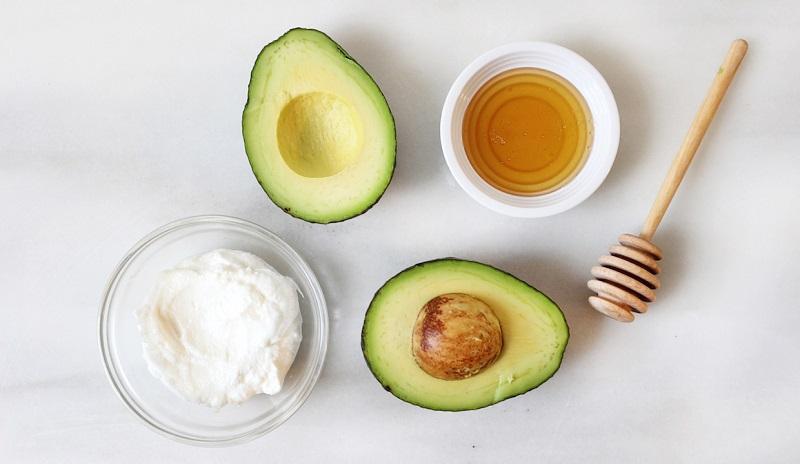Khi kết hợp mật ong với bơ sẽ giúp những bạn có làn da khô và xỉn màu có thể cải thiện da tốt hơn