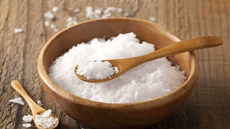 Bạn có thể kết hợp cà chua với muối để làm trắng và sạch da tốt hơn