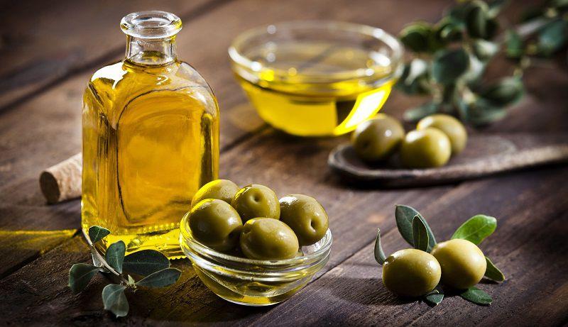 Dầu oliu có chứa nhiều dưỡng chất thiết yếu tốt cho quá trình làm đẹp da