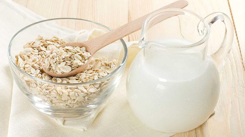 Dưỡng trắng da bằng sữa tươi và yến mạch