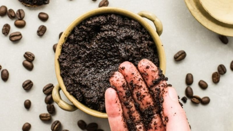Làm trắng da mặt bằng bã cà phê đang là phương pháp được nhiều người tin tưởng áp dụng