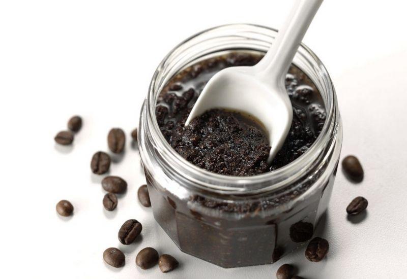 Sử dụng bã cà phê nguyên chất để tẩy tế bào chết và làm đẹp da