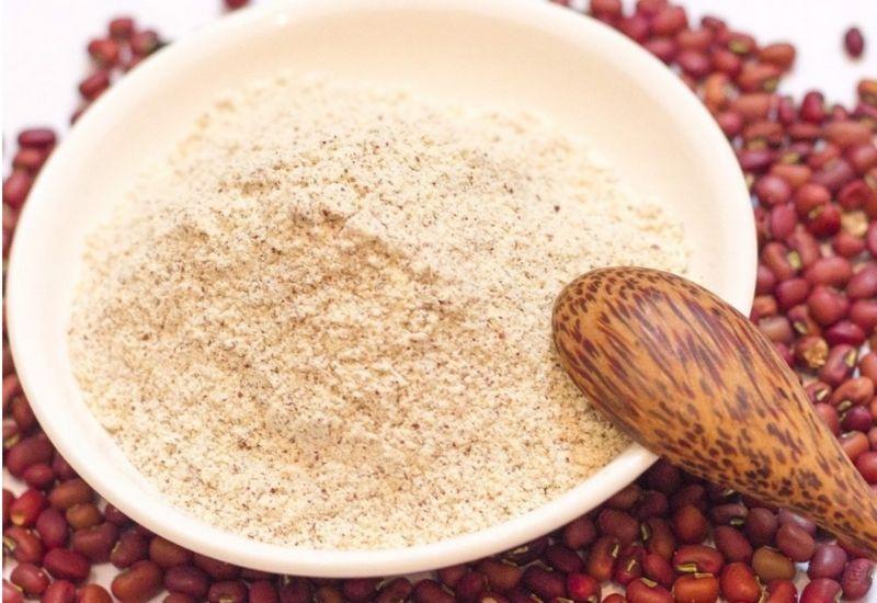Làm trắng da mặt bằng bã cà phê kết hợp bột đậu đỏ đem lại hiệu quả cao