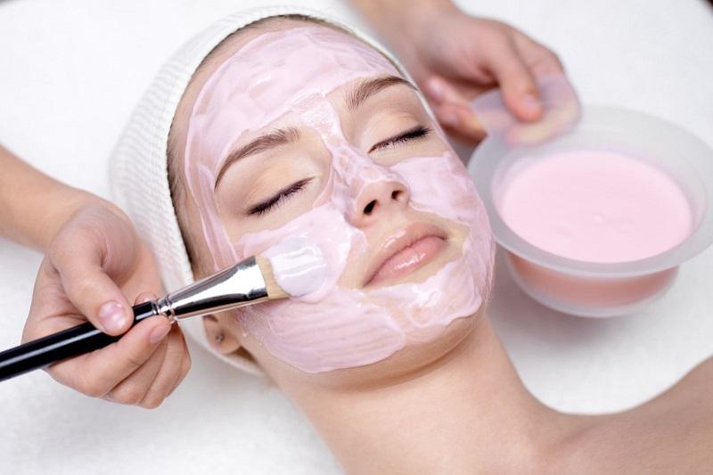 Bạn chỉ nên đắp một lớp mặt nạ vừa phải lên da, không nên đắp quá dày hoặc quá mỏng