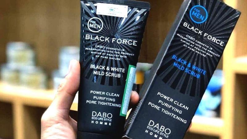 Sữa rửa mặt trắng da cho nam Dabo Black Force than hoạt tính của Hàn Quốc