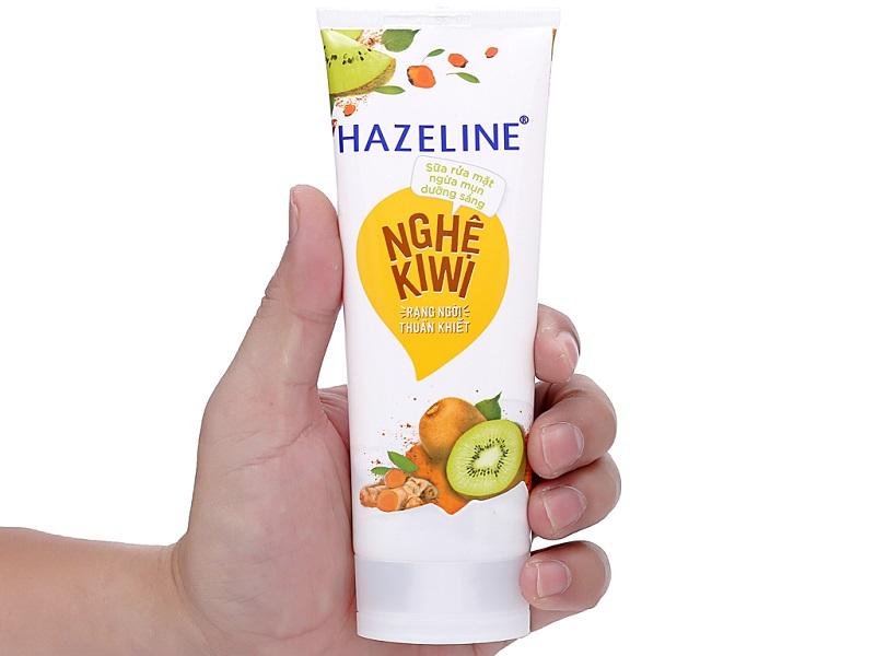 Sửa rửa mặt trắng da trị mụn Hazeline quá quen thuộc với người tiêu dùng Việt