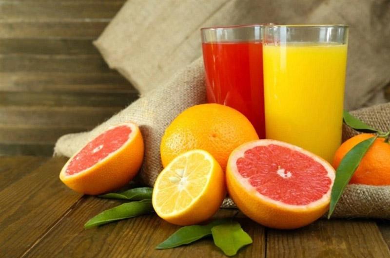 Các loại cam, quýt, chanh,... chứa hàm lượng vitamin C giúp dưỡng trắng da từ bên trong