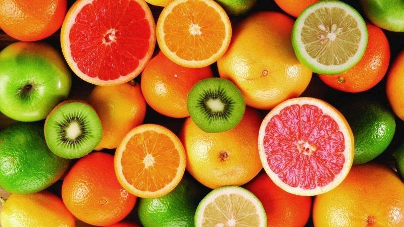 Bổ sung vitamin C là cách làm trắng da mặt cho nam rất hiệu quả