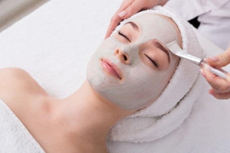 Ủ trắng da mặt tại spa là phương pháp làm đẹp rất được ưa chuộng