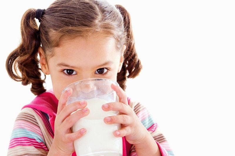 Cẩn trọng khi dùng sữa công thức để bổ sung dưỡng chất cho trẻ